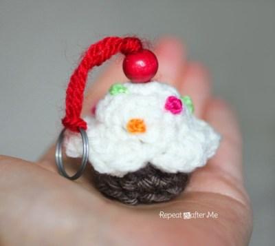 Patron crochet le porte cl cupcake made by amy - Porte cle crochet ...